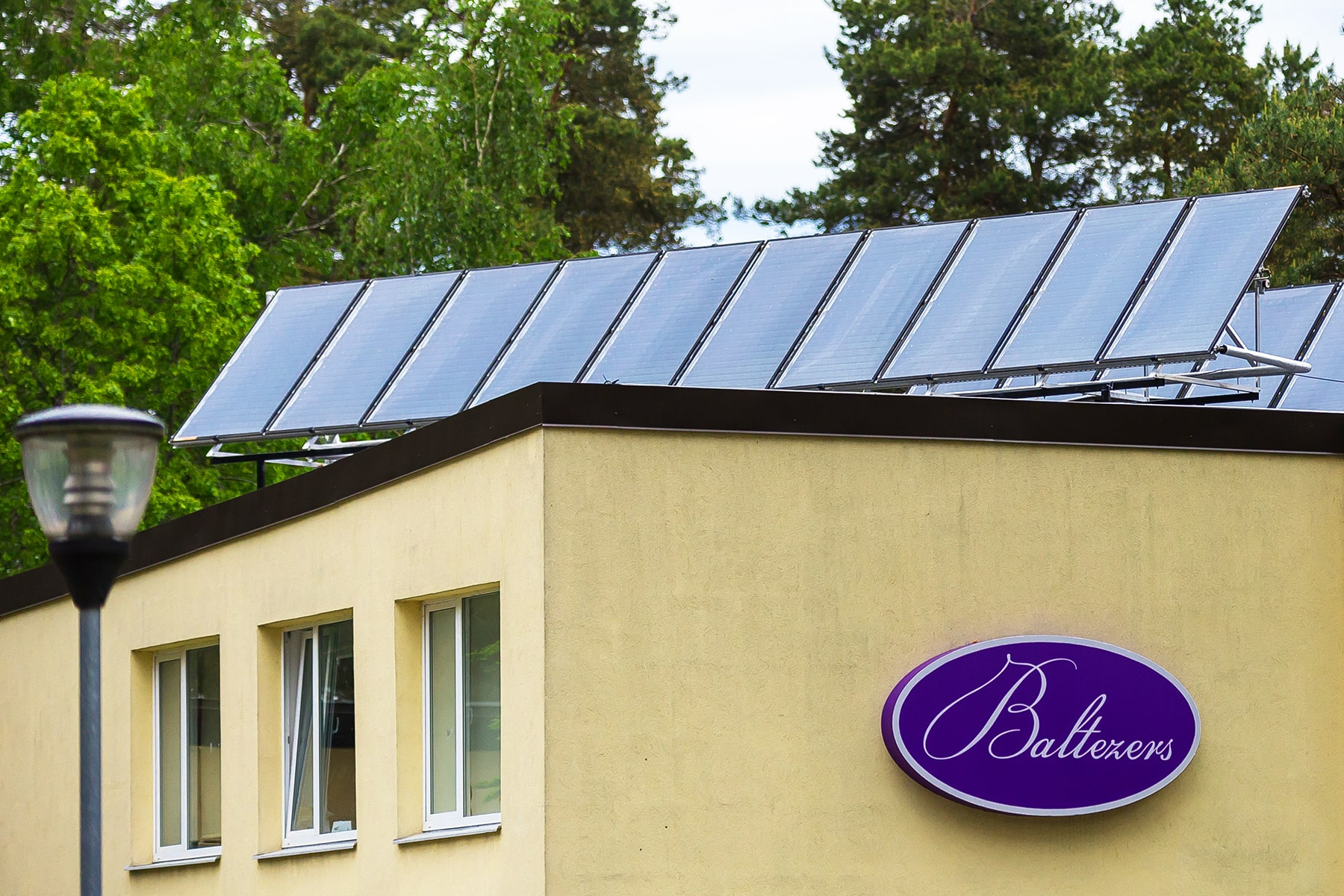 Solar collectors for companies and institutions