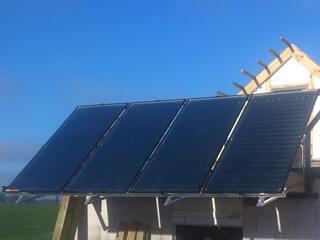 Heat pump ground circuit regeneration with flat vacuum solar collectors in Pure