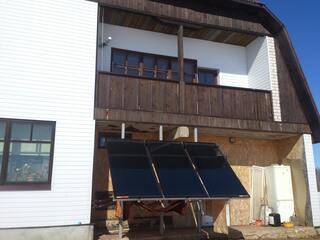 Saules kolektoru sistēma siltā ūdens nodrošināšanai Bārbelē